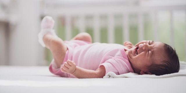 Metodo Ferber, pro e contro del programma di allenamento del sonno del neonato