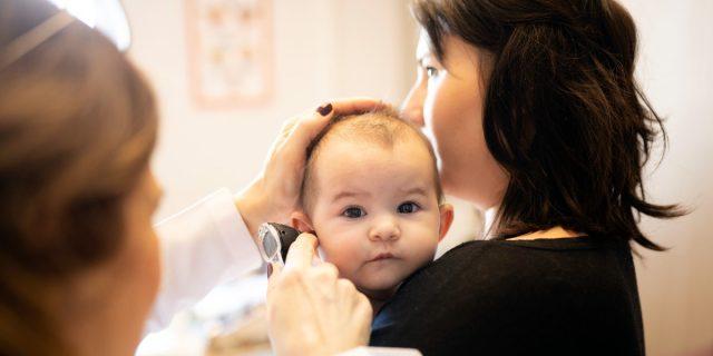 Deficit uditivo, come individuare sintomi e forme dell'ipoacusia nei bambini