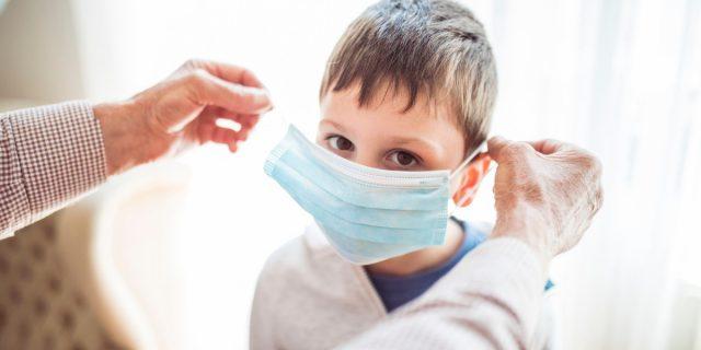 Emozioni nascoste dalle mascherine: solo nel 40% dei casi i bimbi le riconoscono