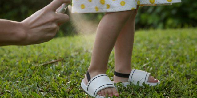 Bebè protetto e al sicuro con l'antizanzare per neonati (da scegliere con attenzione)