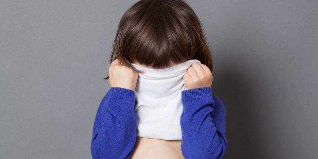 Come supportare correttamente un bambino timido (senza costringerlo a cambiare)