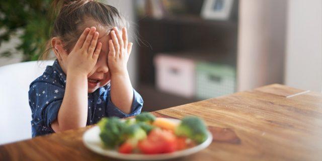 Verdure e bambini: il segreto per mangiarne di più è raddoppiare la porzione