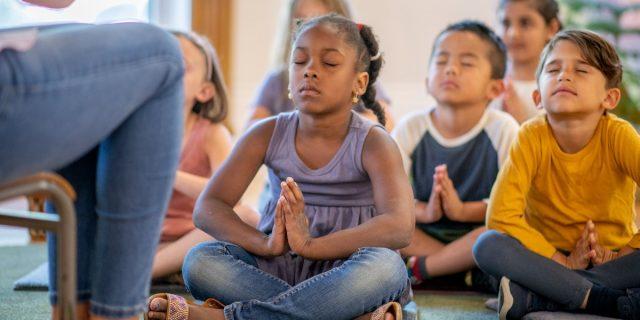 Addio punizioni con la mindfulness per bambini: gli esercizi per crescere felici