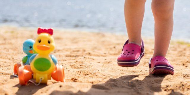 Sandali mare per bambino: ragnetto, scarpe da scoglio, ciabatte & Co.