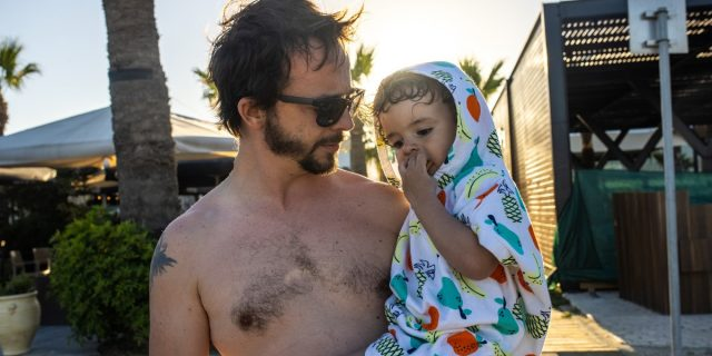 Vestibilità e praticità dopo il bagnetto con il poncho mare neonato