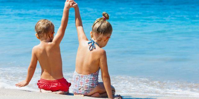 Bagno in acqua dopo mangiato: sì o no? Come evitare la congestione nei bambini