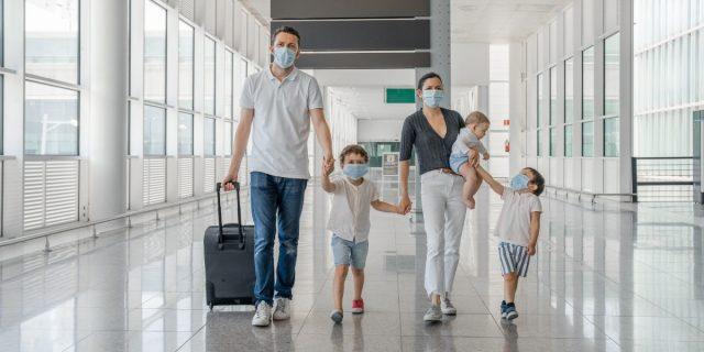 In viaggio con bambini senza vaccino Covid? 6 risposte su come gestire i rischi