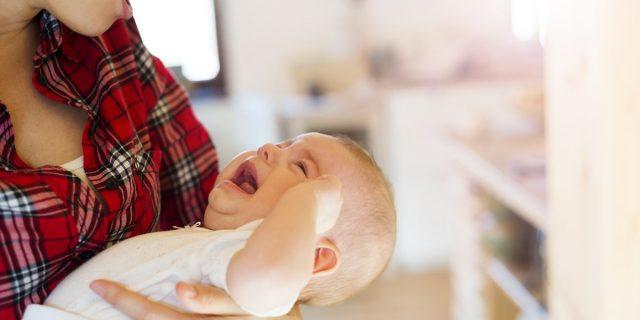 Vomito nel neonato: quando preoccuparsi e cosa fare? Le risposte della pediatra