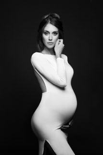 """""""Rivendicare il corpo in attesa"""": le foto di maternità di Donatella Nicolini"""