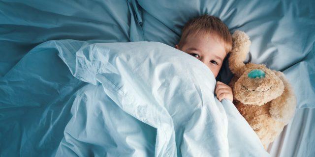 Sonnambulismo nei bambini, perché avviene e come gestirlo