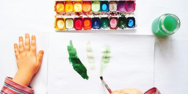 Kit acquerelli e bambini, i tanti benefici della pittura