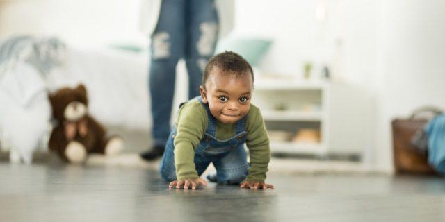 Gattonare rafforza la percezione del rischio nel bambino, lo studio
