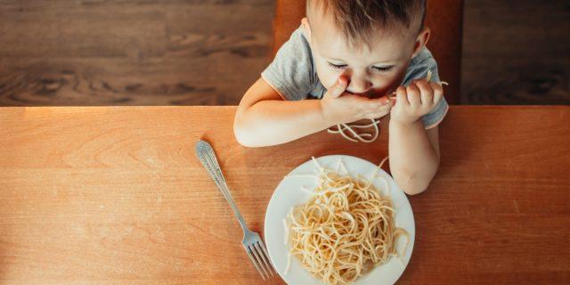 Il bambino mangia solo alimenti bianchi? Potrebbe soffrire di Arfid