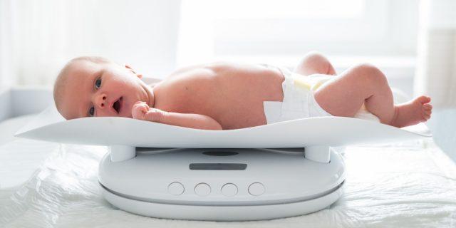 Quando il calo ponderale del neonato è fisiologico e quando no