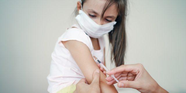 """Pfizer: """"Il vaccino Covid è sicuro ed efficace sui bambini dai 5 agli 11 anni"""""""