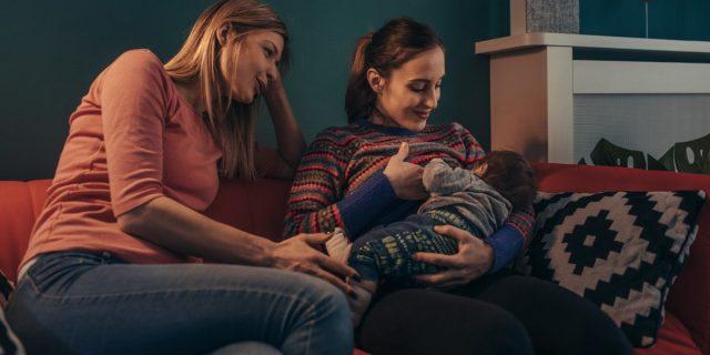 L'allattamento e il ruolo fondamentale del partner per viverlo serenamente