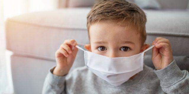 Covid nei bambini: 25% delle infezioni in età pediatrica e ricoveri in aumento