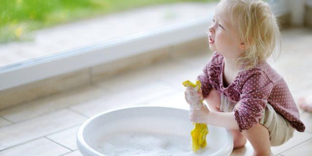 Lasciare i bambini liberi di giocare (senza giocattoli) ha benefici sullo sviluppo