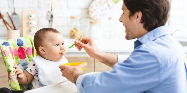 Sipps: alimentazione complementare, pappe non prima dei 6 mesi e nessun cibo proibito