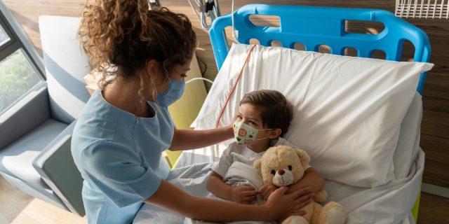"""Le favole sono una """"cura"""" per i bambini ricoverati in ospedale, lo studio"""