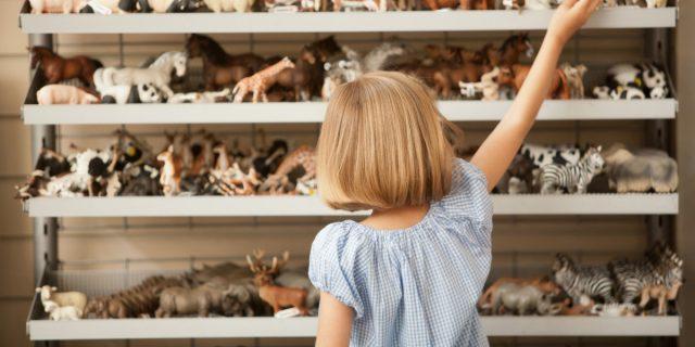 Sostanze chimiche nei giocattoli e negli indumenti dei bambini: a cosa stare attenti