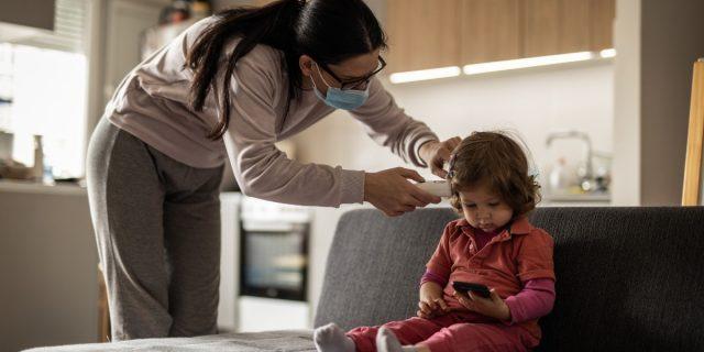 Covid bambini e neonati, le indicazioni degli esperti per riconoscere i sintomi