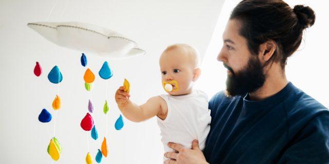Giostrine Montessori, alleate indispensabili dello sviluppo visivo dei bambini