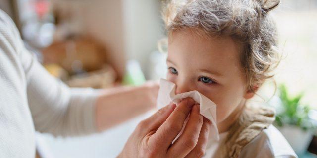 I sintomi Covid nei bambini variano rispetto all'età: lo studio dei pediatri
