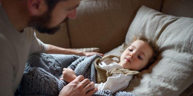 PFAPA, cos'è e come gestire la febbre periodica dei bambini