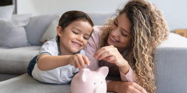 """Assegno unico figli 2022: le novità e il """"bonus"""" se entrambi i genitori lavorano"""